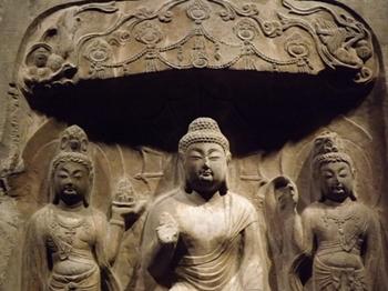 浮彫弥勒三尊龕(ウキボリミロクサンゾンガン.JPG